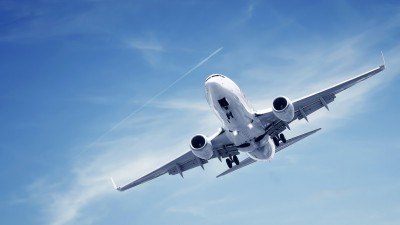 Airplane-flying-desktop-picture