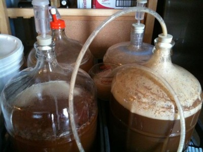 Home-brewing_set_with_5-gallon_containers